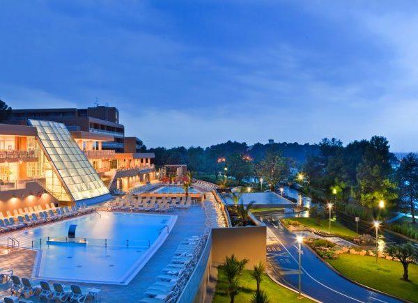 Hotel htlmo in mezza pensione soggiorno mare in for Soggiorno in croazia